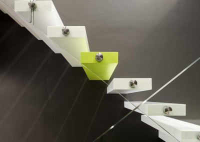 Arctic Wall: zwevende trap composiet zijaanzicht1