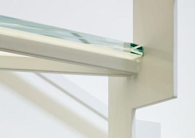 Ice road: trap met glas detail draaitrede